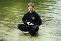 Michael meditiert im Wasser